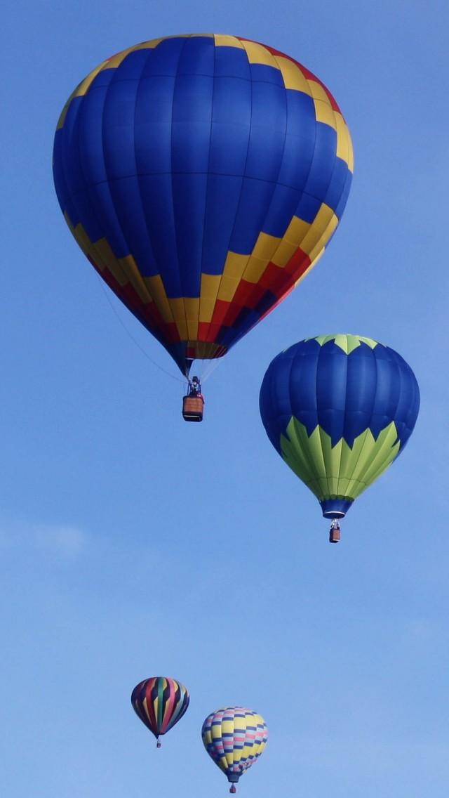 蓝天飞翔的热气球
