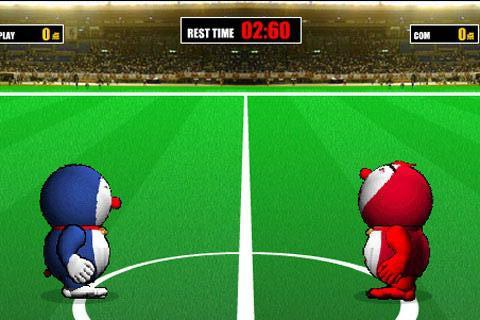 机器猫玩足球